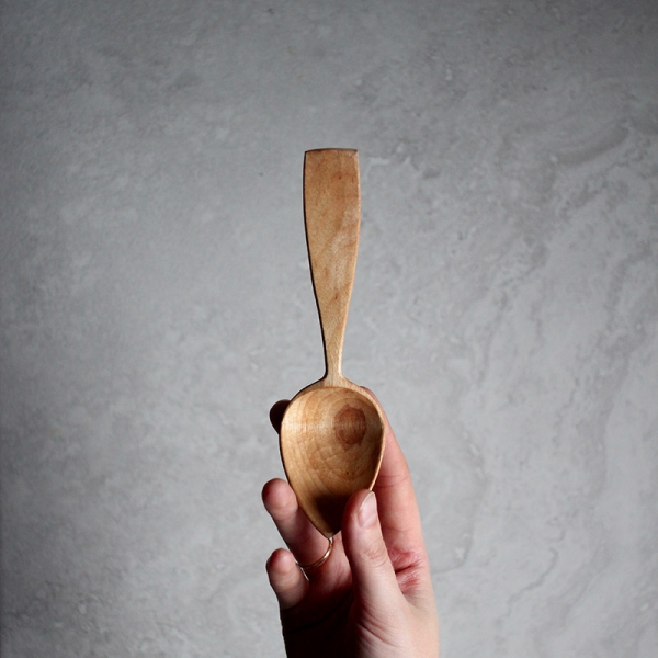 Faceted eating spoon