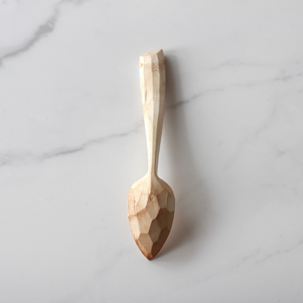 Faceted spoon